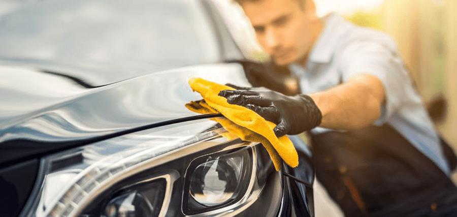 Wie wachse ich mein Auto und was brauche ich dazu?